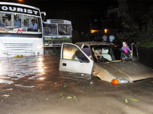 heavy-rains-disrupt-road-traffic-in-delhi-mumbai-bangalore