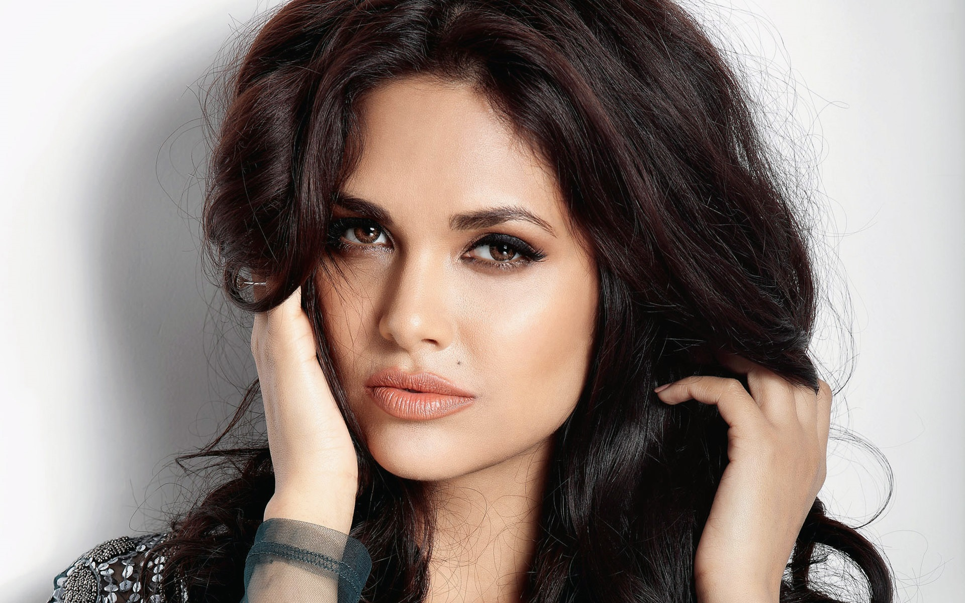Esha-Gupta-wallpapers