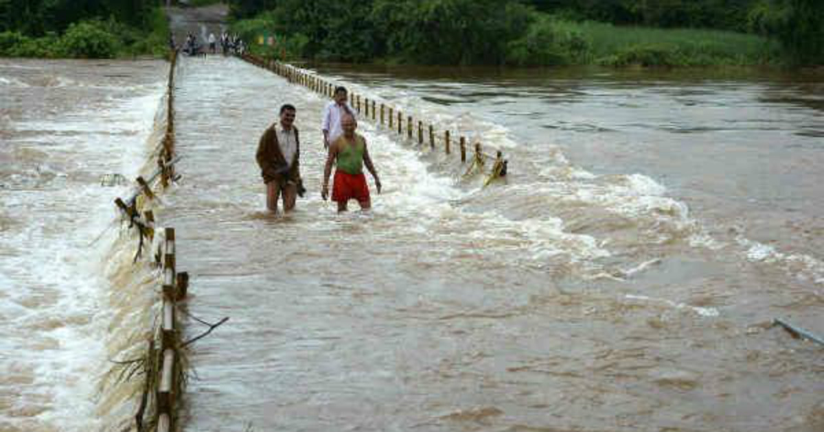 Flood-in-UP-and-BIhar-hindi-oneindia-1200