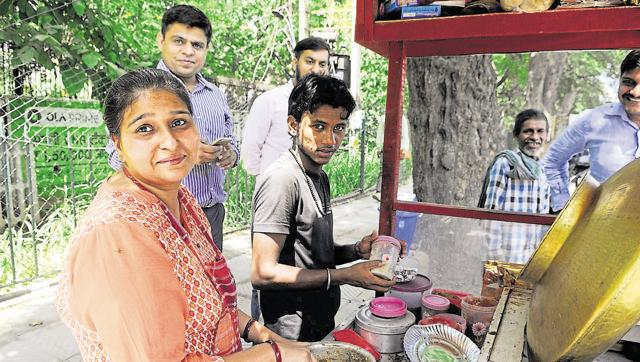 Gurgaon woman who owns Rs. 3cr house, SUVs sells chole-kulche on road