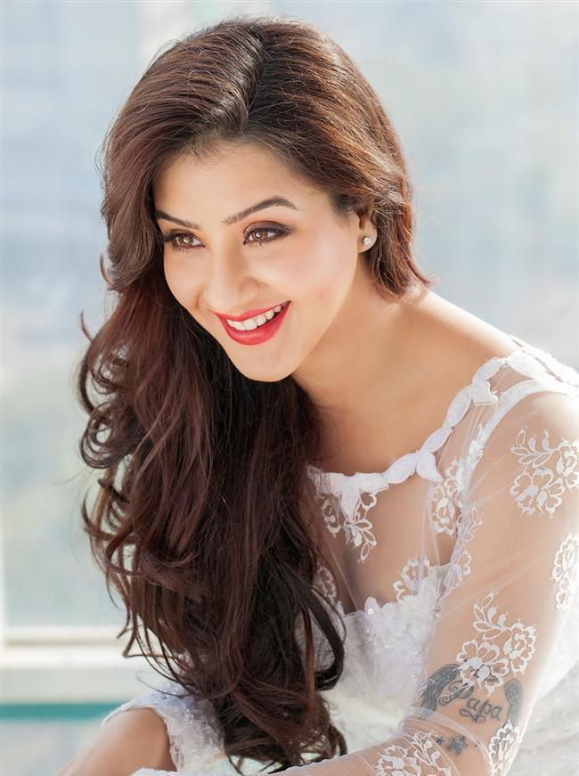 Shilpa-Shinde-Height-in-Feet-Bra-Size-Breast-Body-Measurements-Husband-Name