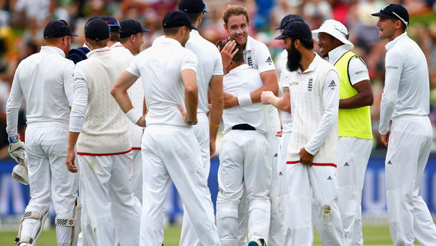 Stuart-Broad-of-England-celebrates-3