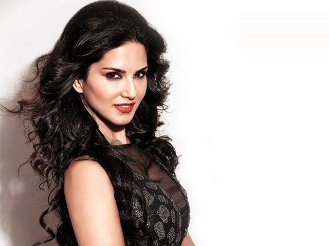 Sunny Leone to shoot for a STEAMY dance number with Emraan Hashmi and Ajay Devgn for Baadshaho