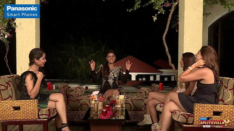 The princesses join Queen Kavya for a date