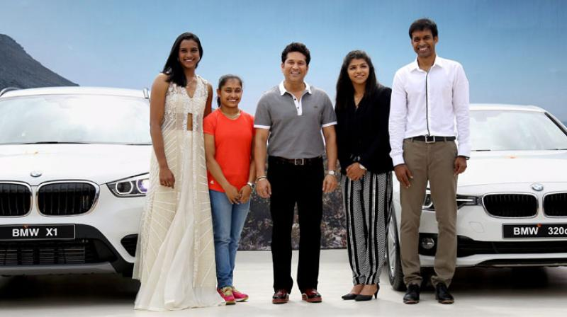 Sachin presents BMWs to Sindhu, Sakshi, Dipa and Gopichand