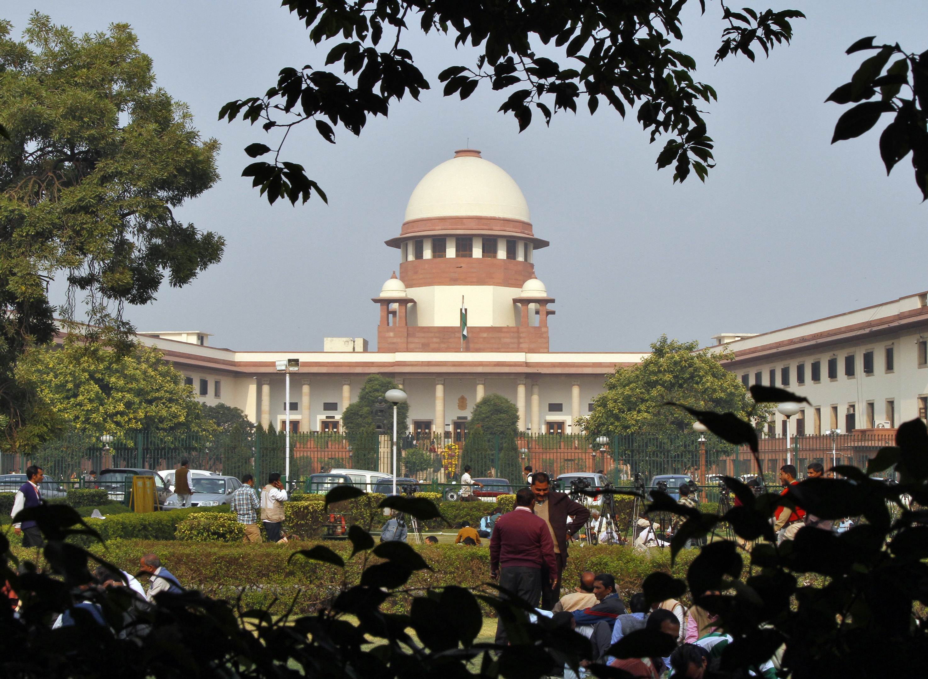 A view of the Indian Supreme Court building is seen in New Delhi December 7, 2010. India's Supreme Court on Monday questioned the appointment of the country's top anti-corruption official, local media and a lawyer said, in a victory for the opposition and another blow for an embattled government that has become mired in corruption charges. REUTERS/B Mathur (INDIA - Tags: CRIME LAW POLITICS BUSINESS) - RTXVHUR