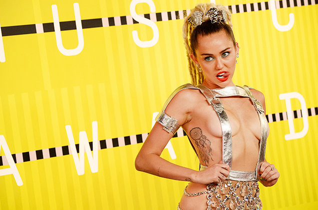 miley-cyrus-mtv-vmas-2015-red-carpet-billboard-650 (1)