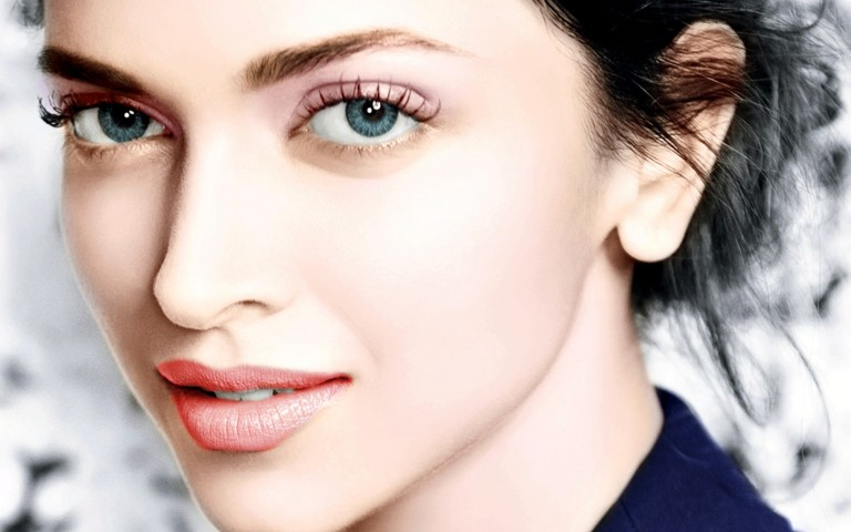 deepika-padukone-face-wallpaper-768x480