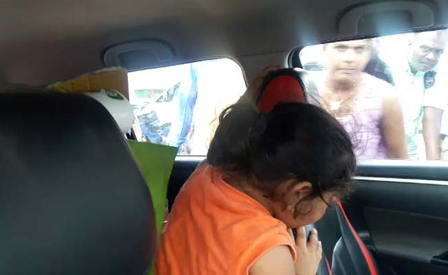girl-trapped-in-hyd-car_650x400_51473254702
