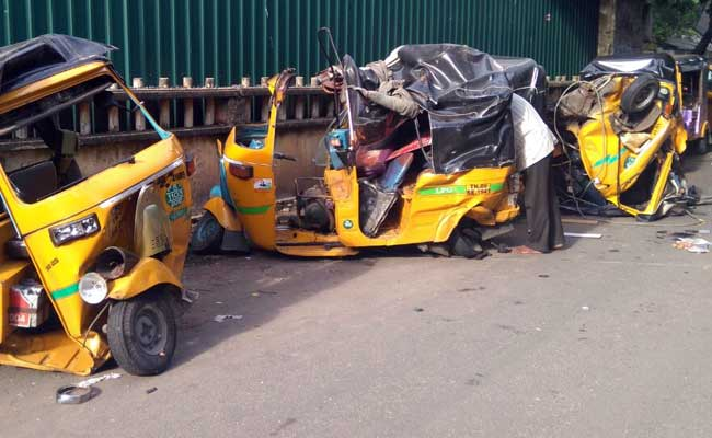 the-porsche-hit-a-dozen-parked-auto-rickshaws_650x400_51474257136