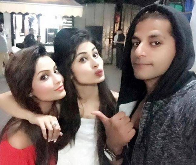 karanvir-bohras-snapchat-adaa-khans-kissing-spree-mouni-roys-oomph-made-the-event-a-crazy-one