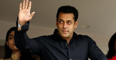 Indian Bollywood actor Salman Khan (2R) celebrates and wishes his fans Ramzan Eid Mubarak at his residence in Mumbai on July 18, 2015.  AFP PHOTO        (Photo credit should read STR/AFP/Getty Images)