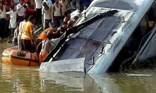 bus-accident-in-ratlam-madhya-pradesh
