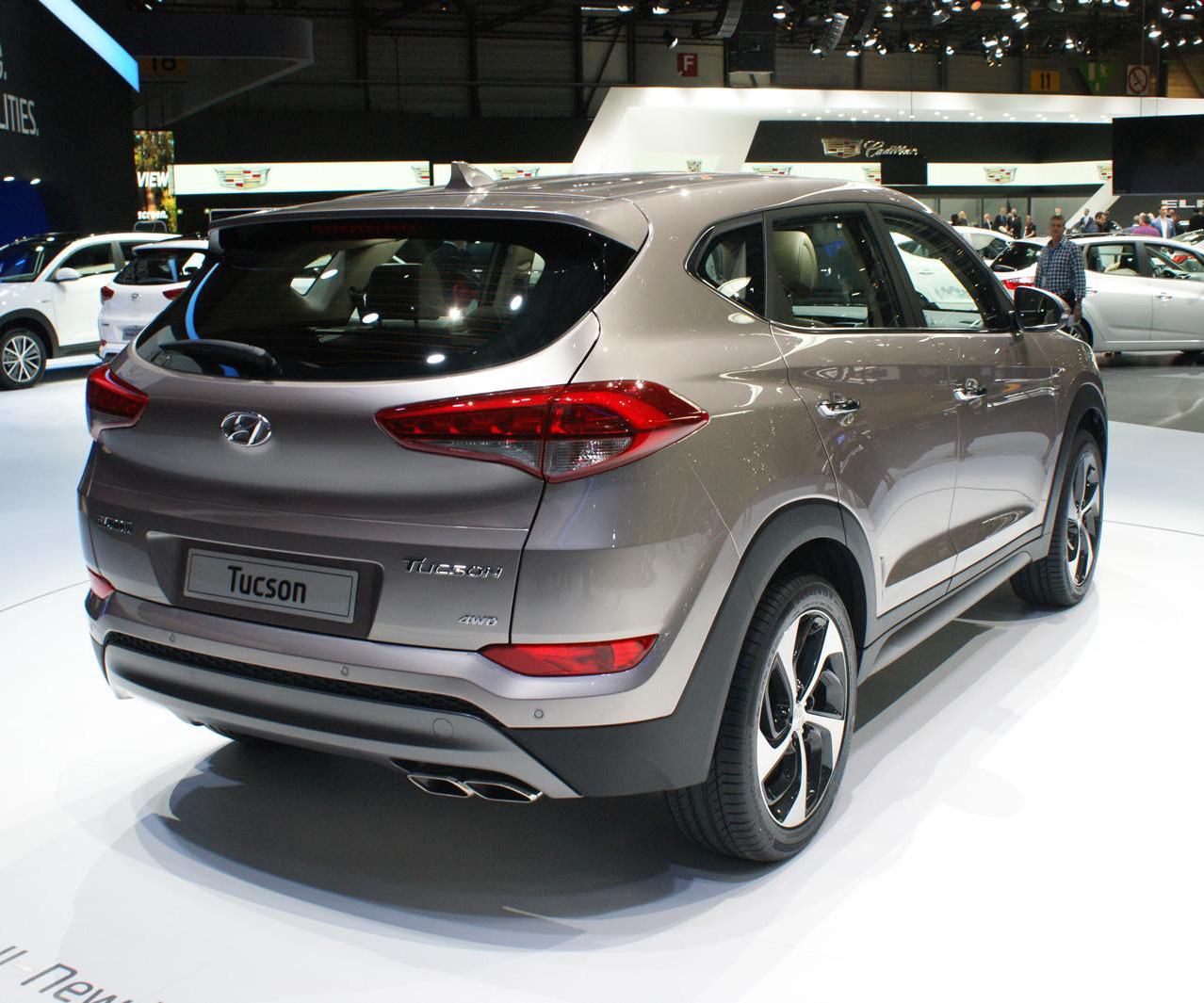 hyundai tucson launched in india starting price of rs lakh specs features. Black Bedroom Furniture Sets. Home Design Ideas