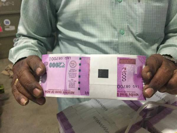 rs-2000-note-indian-currency
