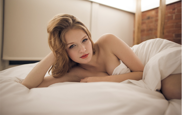 hot-girl-on-bed