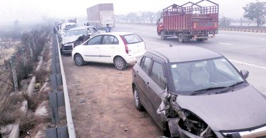 after-12-cars-rammed-1-killed-and-10-injured-on-yamuna-expressway