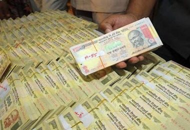 axis-bank-managers-convert-black-money-into-white-get-busted