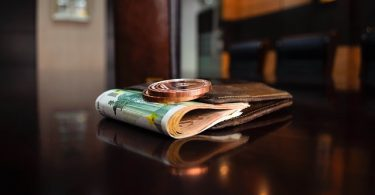 wallet-and-banknotes
