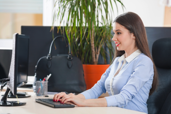 woman-working-on-computer