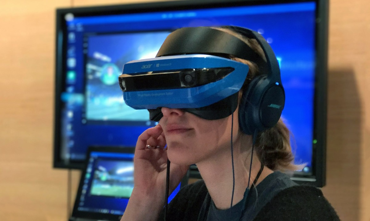 Microsoft Discounts Mixed Reality HMDs By Up To $200, Today Only
