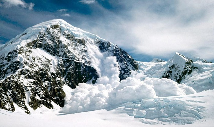 2 killed, 5 missing, as avalanche hits vehicle in J&K's Kupwara