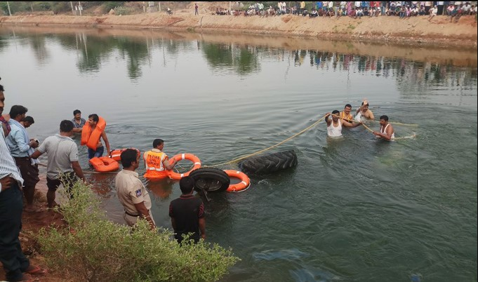 9 labourers killed as tractor plunges into irrigation canal in Telangana