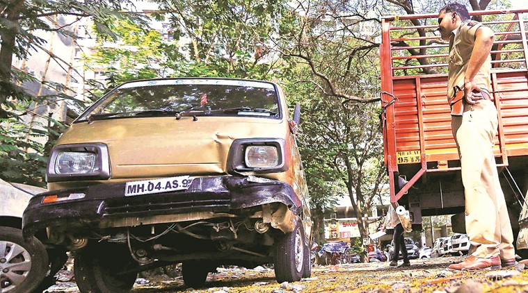 Mumbai-Pune Expressway: 5 Friends Died after tempo hits their broken-down van