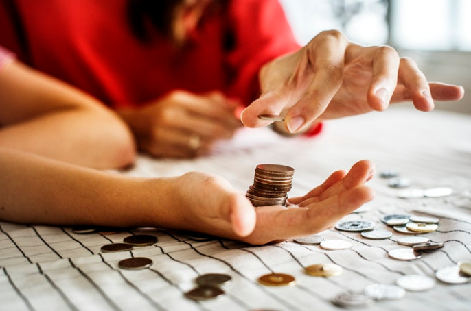 counting-bank-coins